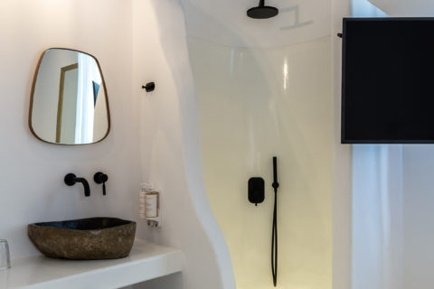 The TownHouse Mykonos Superior Chic Shower