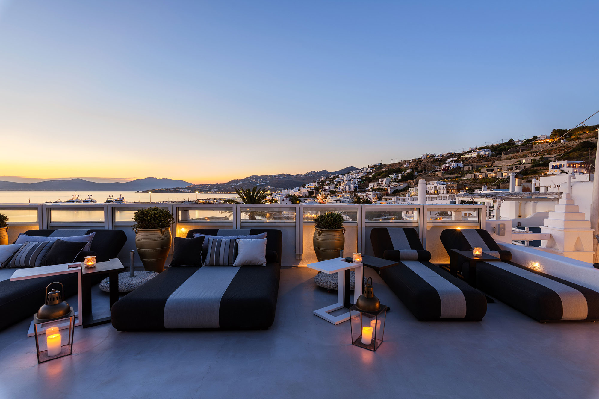 The TownHouse SKYBAR